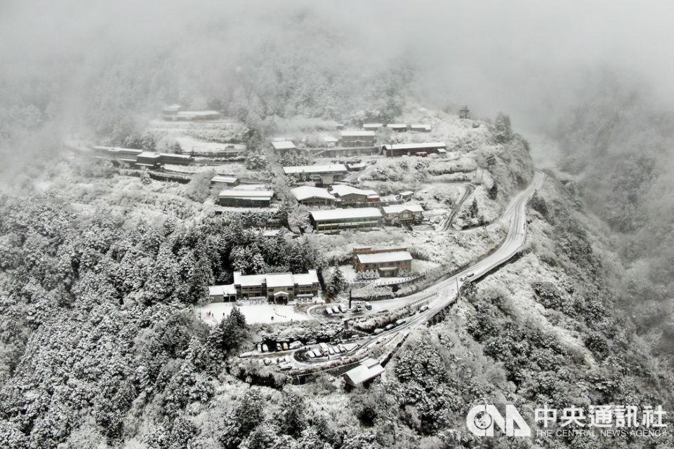 氣溫急凍 台灣高山賞雪去