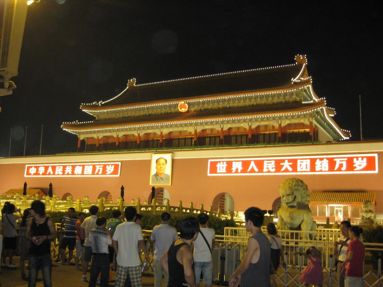 中國放寬國內旅行限制允許人們在沒有核酸檢測報告的情況下自由乘坐火車