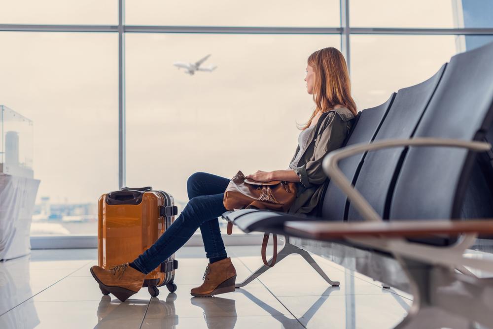 觀光局並無禁止民眾出國打疫苗,亦未限制旅行業者經營旅客代訂購出國機票或國外住宿服務